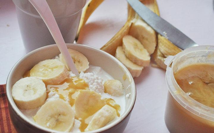 Творожно-медовый крем с бананом
